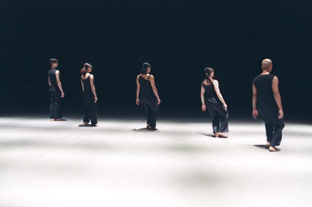 Akram Khan Dance Company - KAASH  Left to Right: Inn-Pang Ooi, Moya Michael, Shanell Winlock, Rachel Krische and Akram Khan  © Roy Peters
