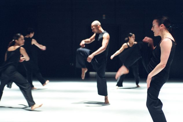 Akram Khan Dance Company - KAASH  Left to Right: Shanell Winlock, Inn-Pang Ooi, Akram Khan, Moya Michael and Rachel Krische   © Roy Peters